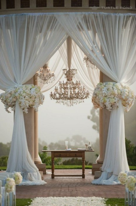Great gatsby inspired wedding ideas great gatsby wedding decor ceremony junglespirit Image collections
