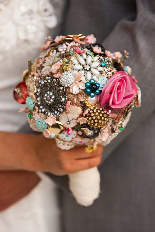 great-gatsby-wedding-vintage-brooch-bouquet