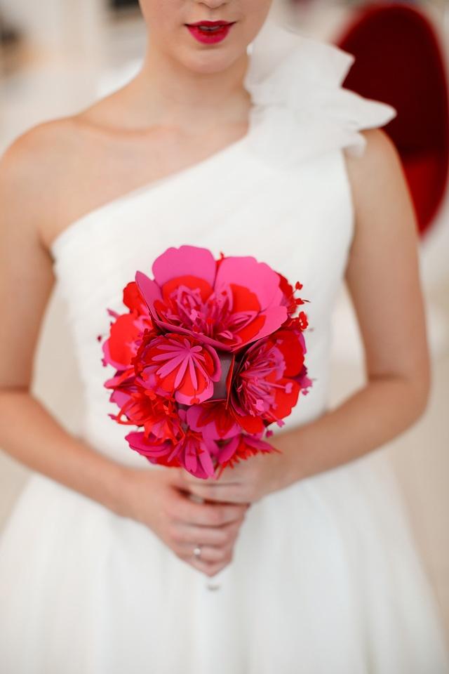Hãy thay thế bó hoa truyền thống bằng một bó hoa từ giấy cắt laser đẹp mắt.
