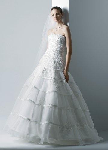 Chiếc váy cưới ngọt ngào, lãng mạn nhờ những đường cắt laser nằm trong bộ sưu tập của NTK David.