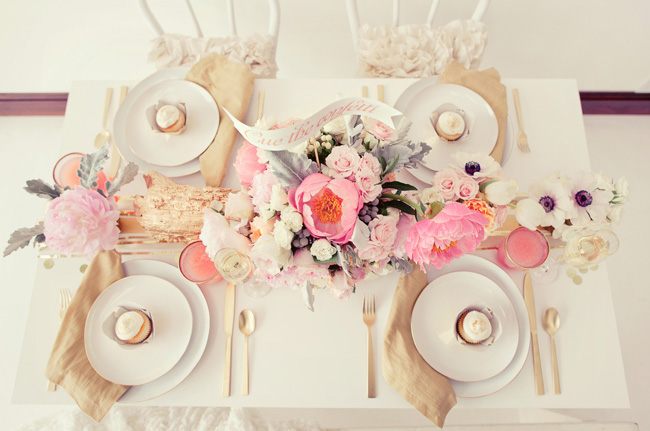 metallic-wedding-trend-tabletop