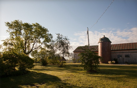 south-pond-farms-barn-weddings-ontario-03