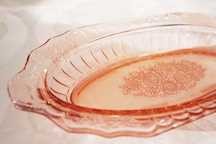 Depression glass từng được dùng như quà khuyến mại nhằm kích thích tiêu dùng trong thời kỳ suy thoái.