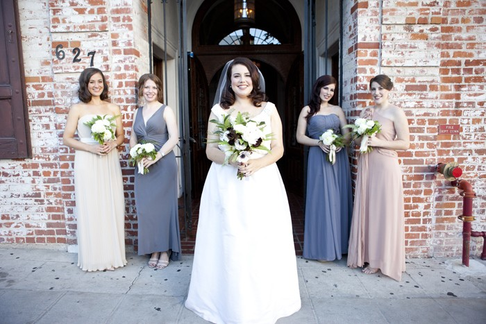 bride-with-bridesmaids-wedding-photography
