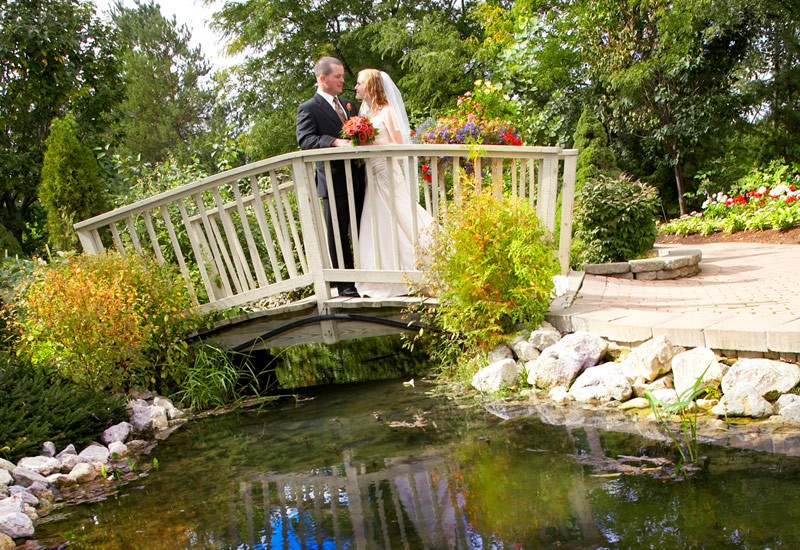 garden-bridge-nottawasaga-inn