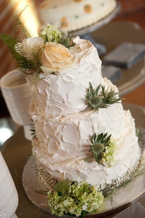 green-and-white-buttercream-wedding-cake