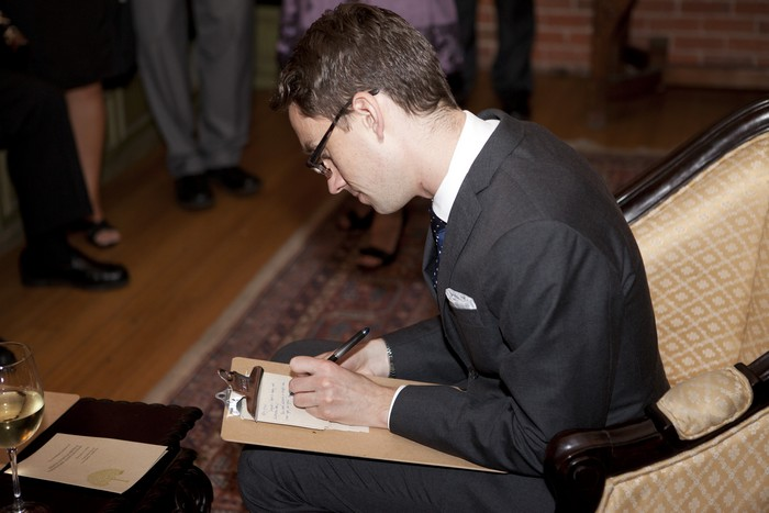 wedding-guests-writing-notes-to-couple