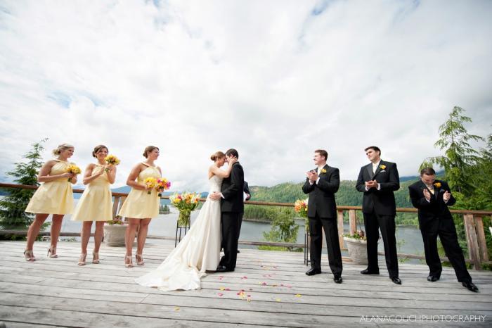 Đám cưới giữa khung cảnh nên thơ và hoàn toàn riêng tư mang lại cảm giác hài lòng cho cô dâu- chú rể và khách mời.