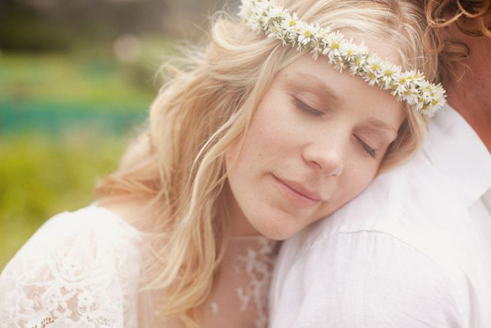 5 Ways to Wear Flowers in your Hair on your Wedding Day | A Delicate Halo