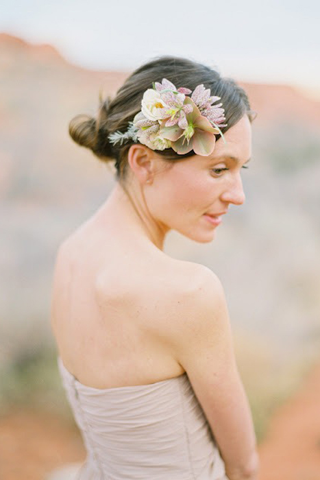 5 Ways to Wear Flowers in your Hair on your Wedding Day | Flower Hair Comb