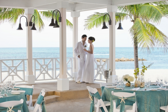 Lễ cưới ở khu nghỉ mát bãi biển quốc tế Sheraton Nassau