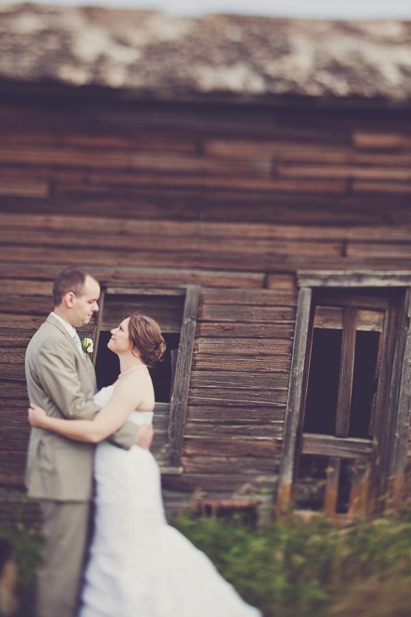 melissa-and-adam-diy-backyard-wedding_4653