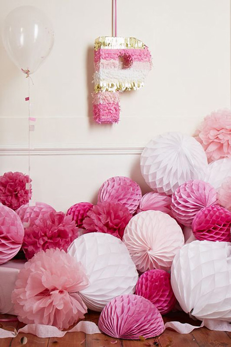 pink and white honeycomb balls piled up