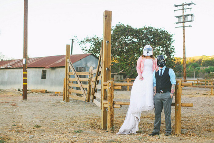 bride and groom in star wars masks