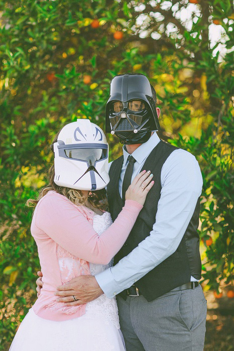 bride and groom in Star Wars masks