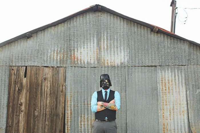 groom in Darth Vader mask