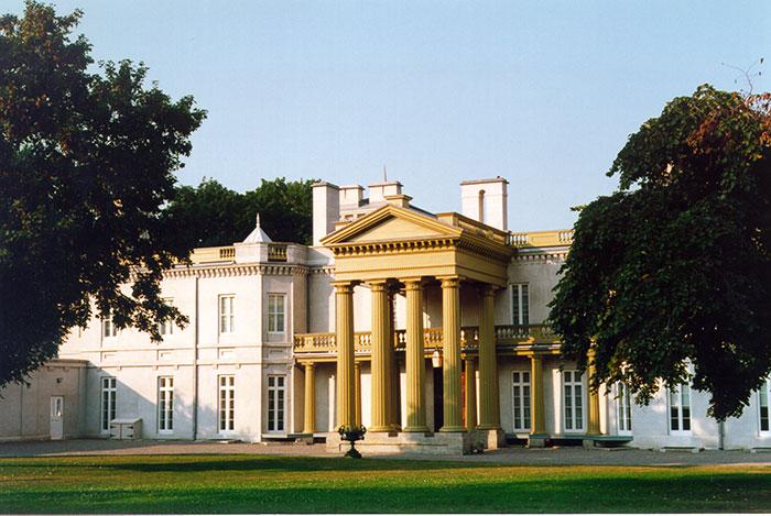 Dundurn-Castle-Exterior