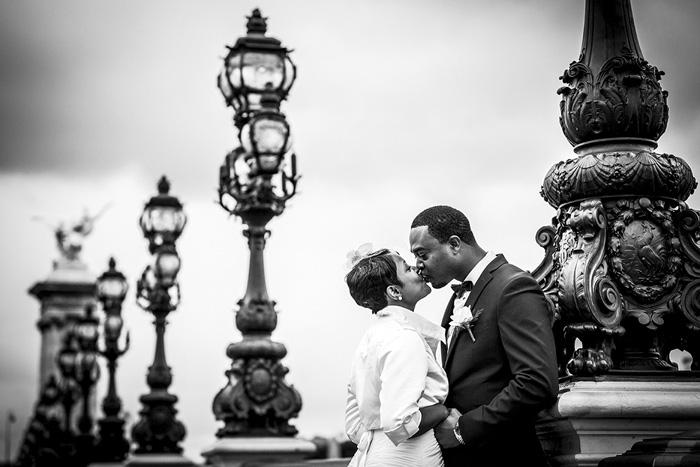 bride and groom kissing in Paris