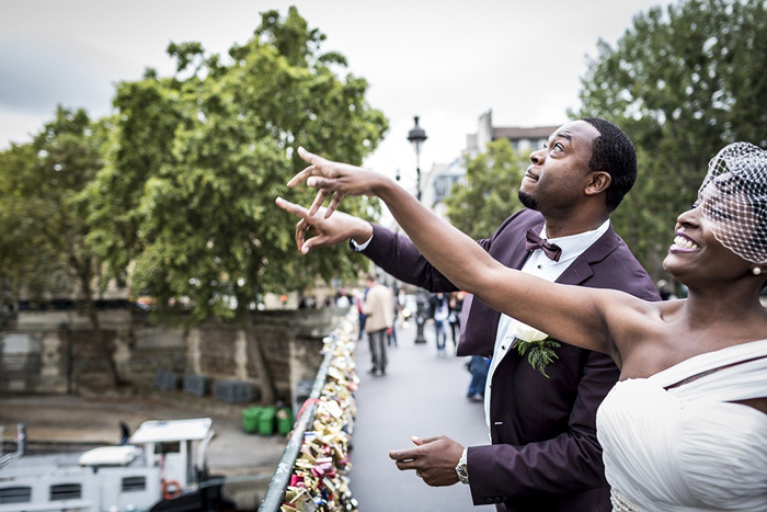 bride and groom throwing lock key into the Seine
