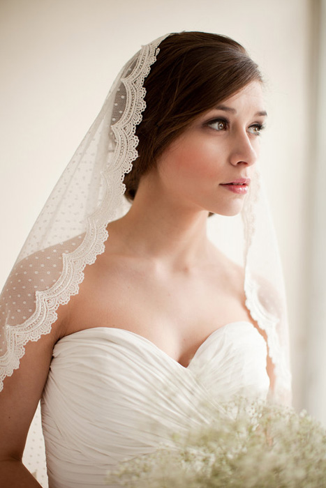 lace trimmed swiss dot veil