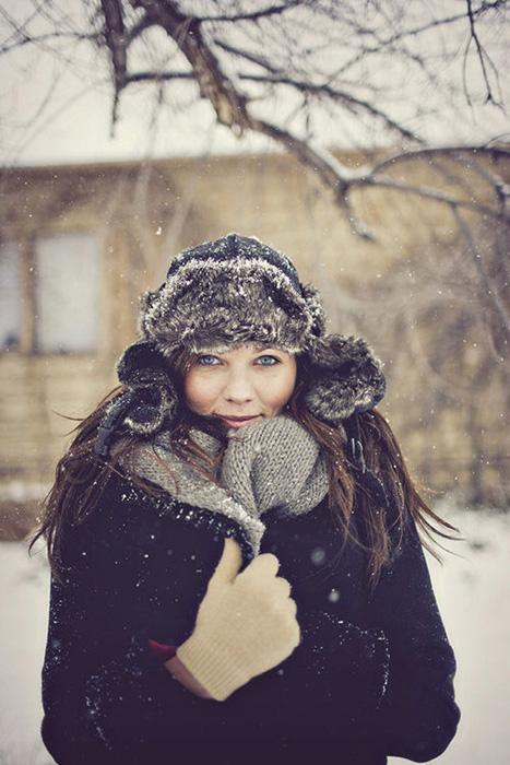 bride in winter hat