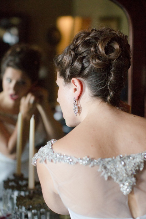 bride putting on her earrings