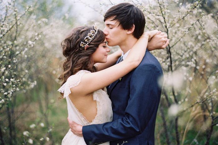 Cài tóc mang phong cách cổ điển là sự lựa chọn hàng đầu của cô dâu yêu vẻ đẹp nhẹ nhàng.