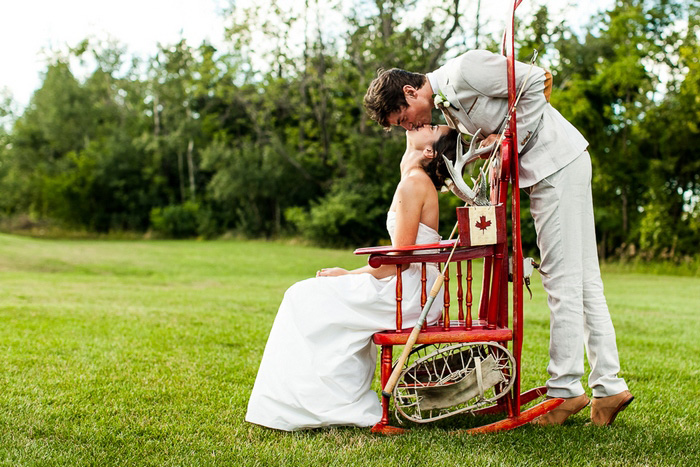 groom kissing bride sitting in canadiana chair