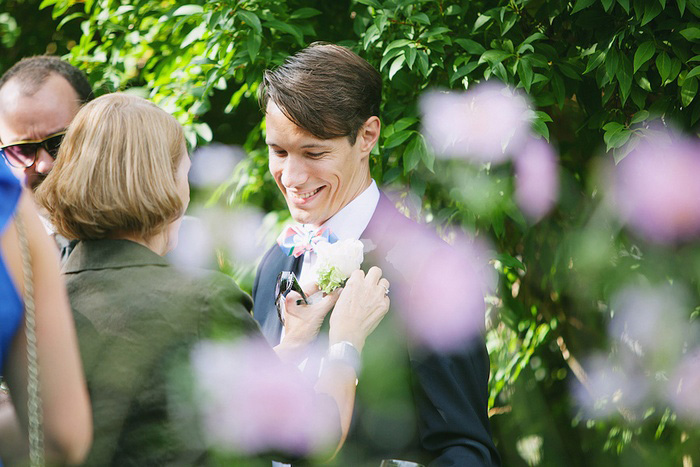 groom pinning on his boutonniere