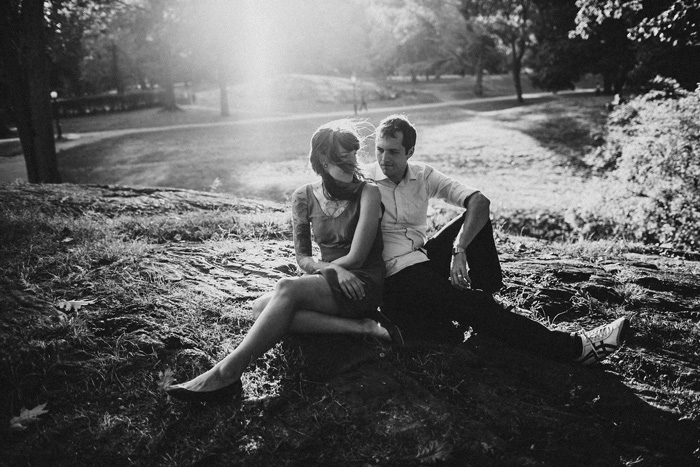 B+W couple portrait in the park