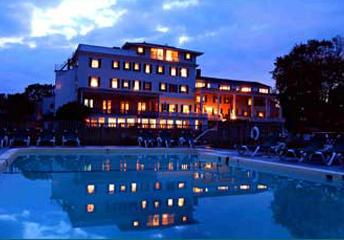 Emerson Inn By The Sea - Intimate Weddings - Inn at Night