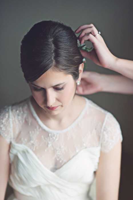 bride getting her hair piece put in