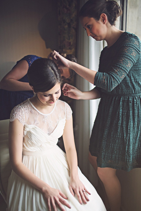 bride having her hair clip put in