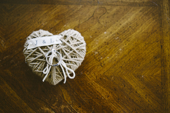 twine heart ring holder