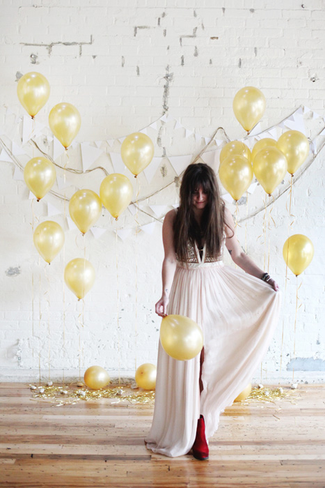 gold balloon backdrop