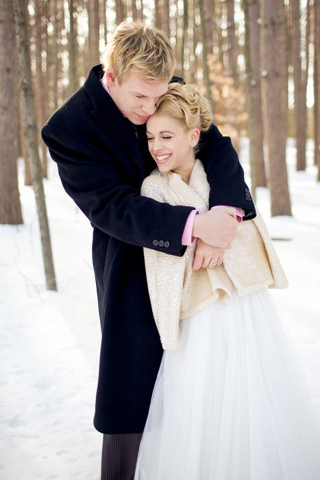 outdoor winter wedding portrait