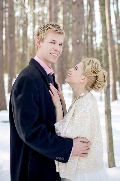 bride and groom winter portrait
