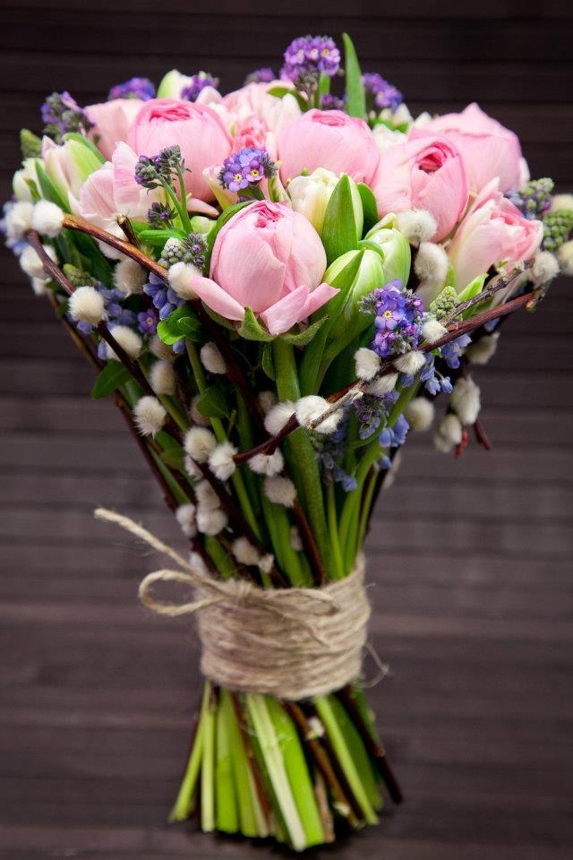 Hoa tulip hồng nhạt mang hơi thở tươi mới của mùa xuân vào đám cưới.