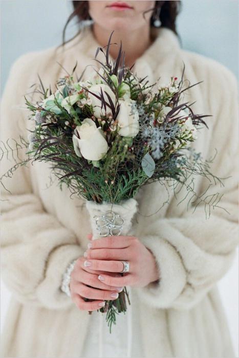 Một mẫu hoa cầm tay cô dâu với vẻ đẹp dung dị của mùa đông.