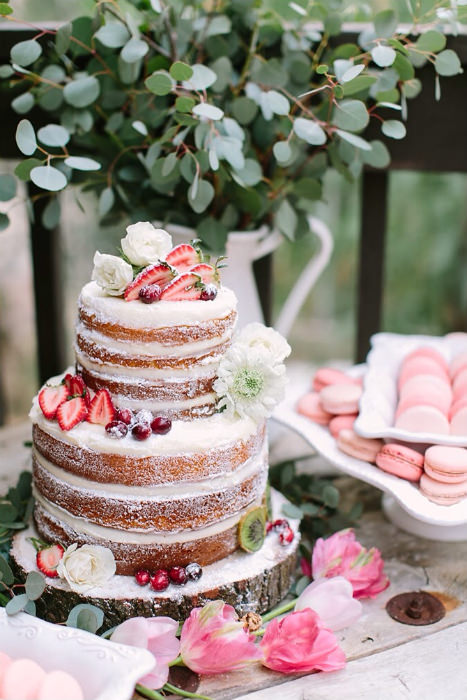 A Petite And Precise Naked Cake Proves That This Trend Can Be Just As Sophisticated Its Frosted Counterparts Few Roses Light Sponge Are All You