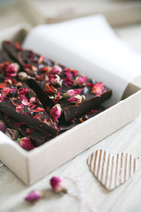 DIY rose petal chocolate