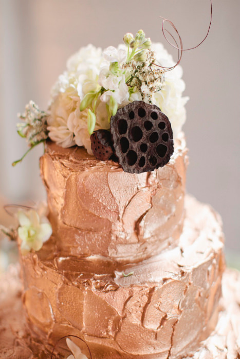 rose gold wedding cake with flowers gold wedding ideas 19299