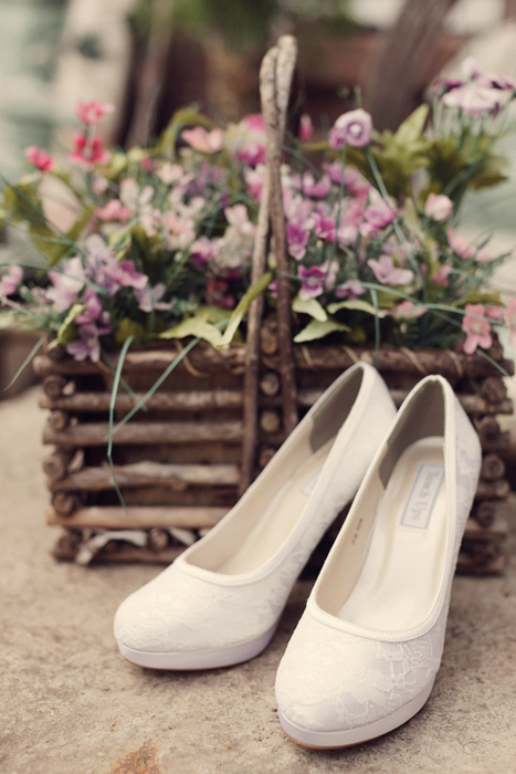 bride's white shoes