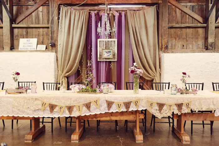 head table with burlap bunting