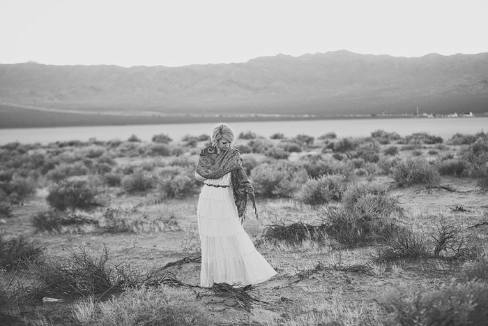 black and white portrait of the bride in the desert