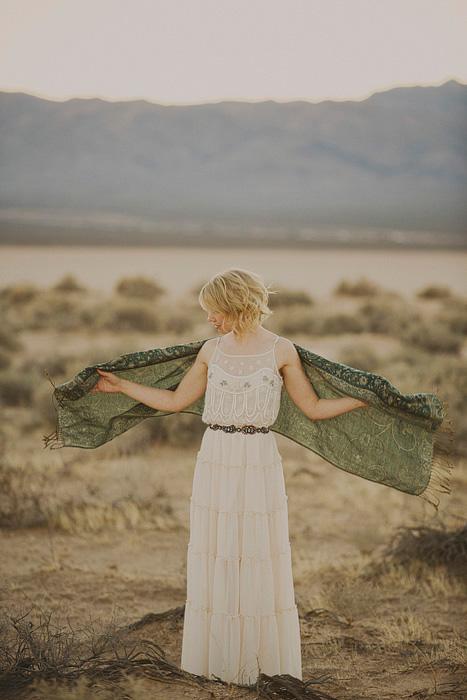 bride with green pasmina