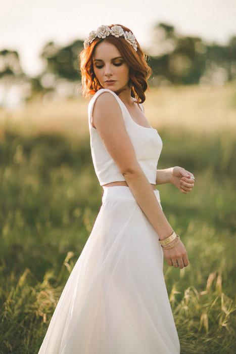 Một chiếc crop- top cùng váy lưng cao là đặc trưng cho phong cách những năm 90.