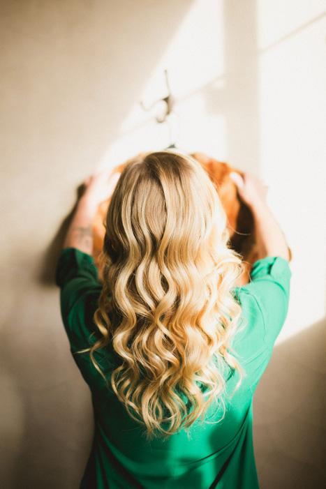 bride's wavy hair