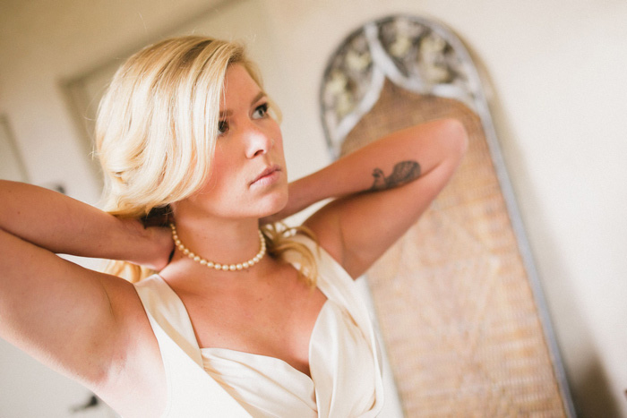 bride putting on her necklace