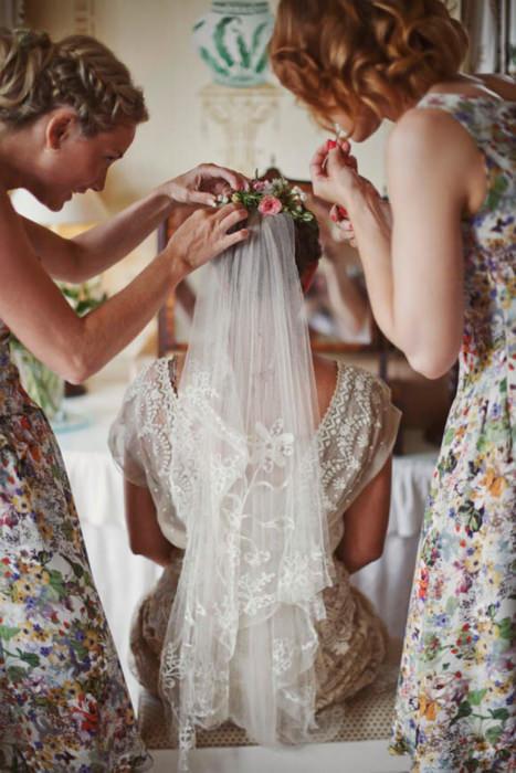 Bộ váy cưới tuyệt đẹp của cô dâu phù hợp với vẻ thanh lịch, trang nhã của không gian tiệc cưới.